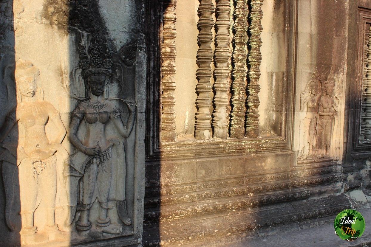 Жительницы Кхмерской империи на стенах храма