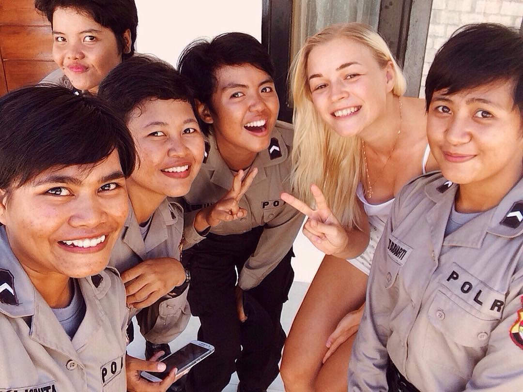 я с полицейскими в Индонезии (о.Ломбок)