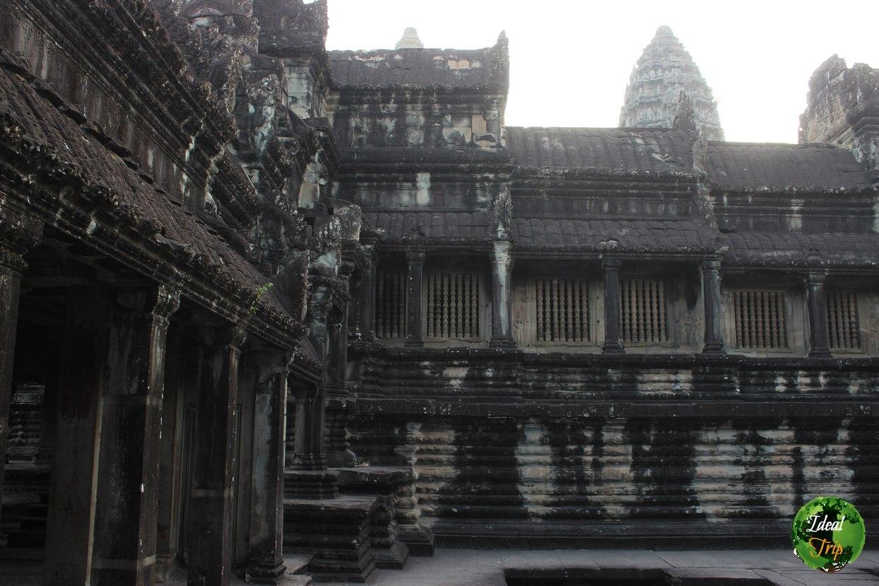 Второй ярус в Ангкор Ват