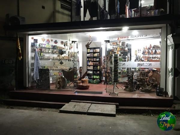 Сувенирный магазин в Тангалле