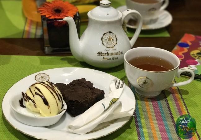Чай на 2 кружки и шоколадный брауни с мороженым