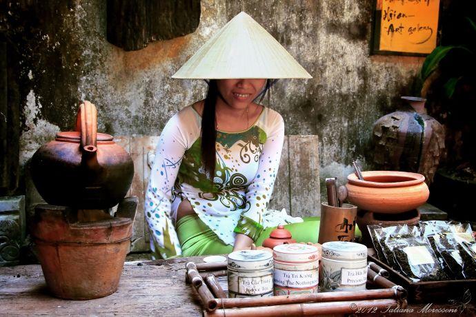 Девушка на улицах Вьетнама