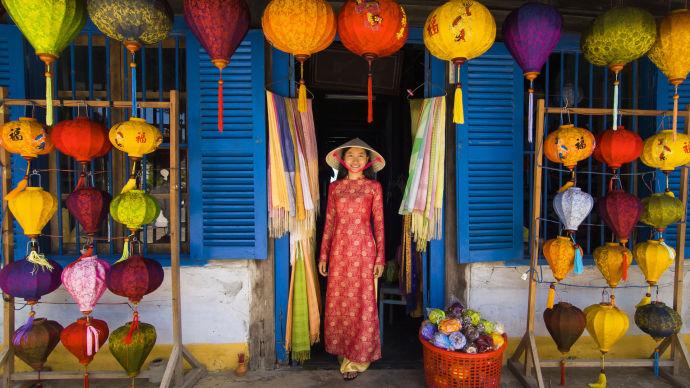 Вьетнамка и фонари