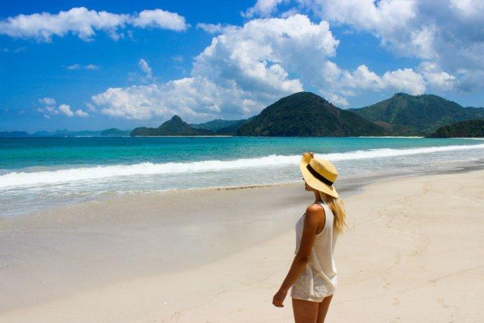 Кристина Эндлесс на пляже Селонг Беланак