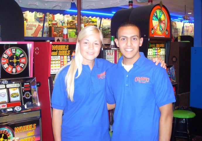 Кристина Эндлесс с коллегой во время работы в казино в США