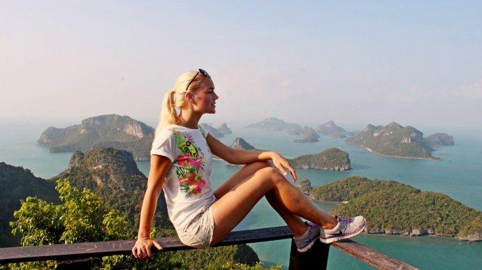 Кристина Эндлесс среди необитаемых островов в Таиланде