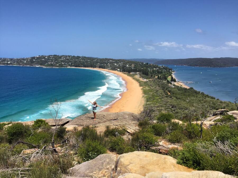 Живописный пляж Палм Бич, в пригороде Сиднея, Австралия